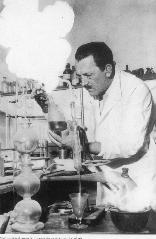 09-arsregia-pinot-gallizio-nel-suo-laboratorio-courtesy-archivio-gallizio