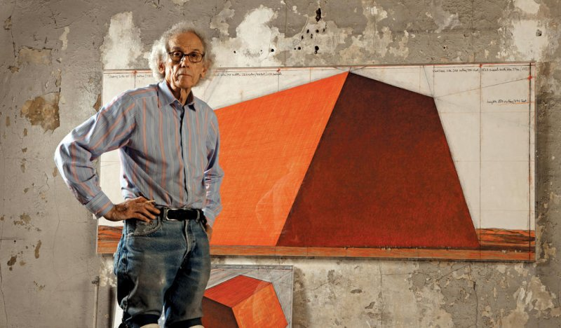 christo-nel-suo-studio-con-the-mastaba-project-ph-wolfgang-volz