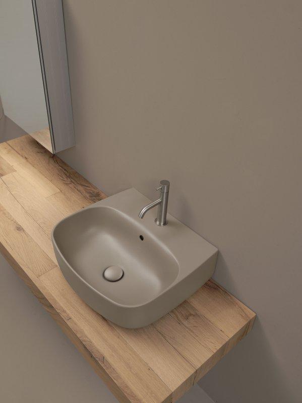 kerasan-nolita-lavabo-50-cm-su-mensola-in-legno-finitura-nocciola-32408