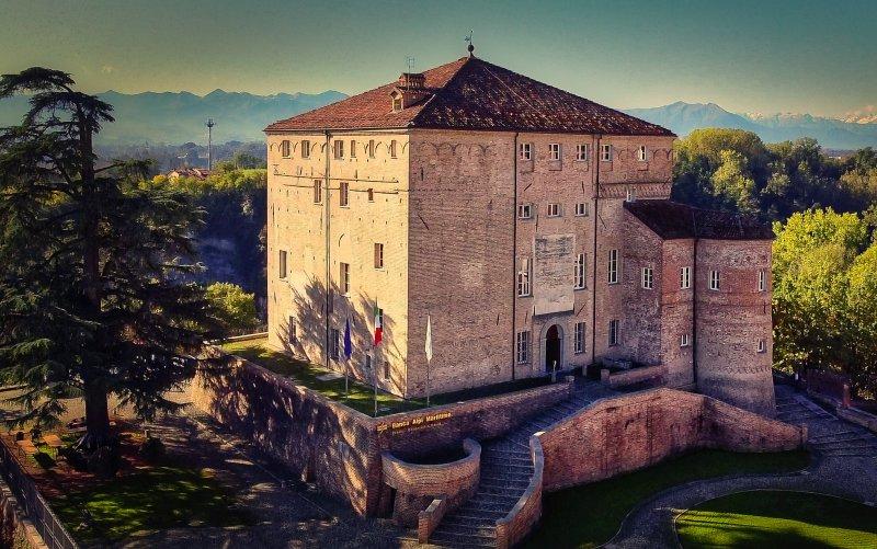 navello-finestra-legno-seta-2-0-castello-di-carru-mdash-est-1