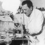 09 ArsRegia Pinot Gallizio nel suo Laboratorio(Courtesy Archivio Gallizio)