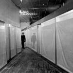 christo three store fronts nel suo studio 1966 ph ferdinand boesch