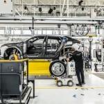 CPM   stabilimento Lamborghini (Sant'Agata Bolognese)  Operaio al lavoro su Urus e AGV