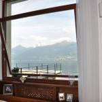Navello   Villa sul Lago di Como (finestra basculante aperta)