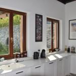 Navello   Villa sul Lago di Como (finestre cucina)